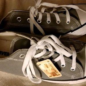 NWT women's Size 11 Mens 9 Grey Converse